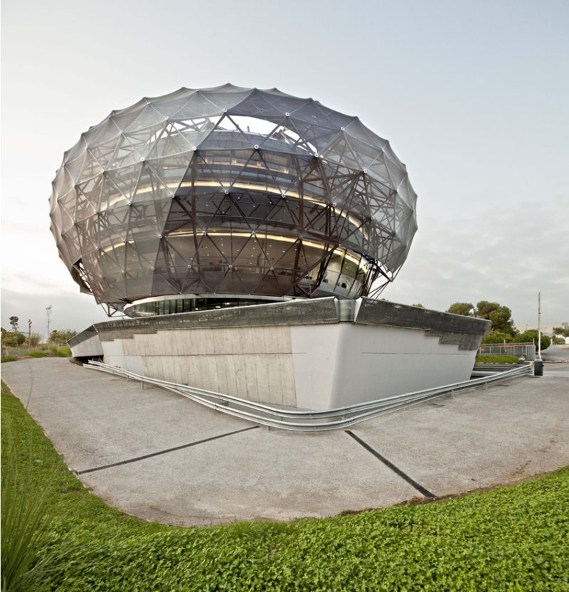 Bubble – Serge Ferrari (2011-iGuzzini headquarters) Barcelona (Spain)